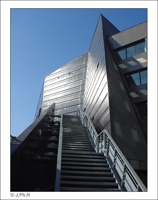 Paris une ville mus e 3e partie skyscrapercity - Institut national du judo porte de chatillon ...